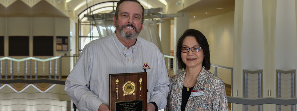 2017 Distinguished Faculty Service Award given to Barry Stephens