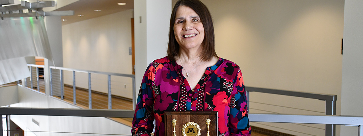 2019 Distinguished Faculty Service Award given to Sharon Stewart